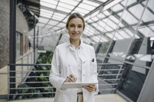 Portrait of a confident female doctor using a tablet - JOSF04026