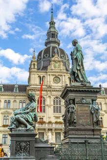 View of Erzherzog-Johann-Brunnen and the Rathaus visible in background, Graz, Styria, Austria, Europe - RHPLF13239