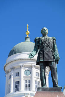 The Alexander II statue, Tuomiokirkko (Helsinki Cathedral), Helsinki, Scandinavia, Europe - RHPLF13380