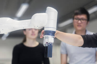 Sudents studying robotic at an university institute - SGF02510