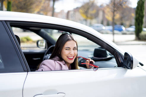 Smiling businesswoman with sunglasses in the car - CJMF00209