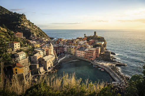 Townscape of Vernazza, Liguria, Italy - MSUF00105
