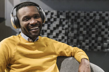 Portrait of a happy man with headphones - AHSF01649