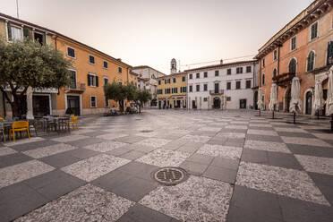 Italy, Veneto, Lazise at Lake Garda - DAWF01049