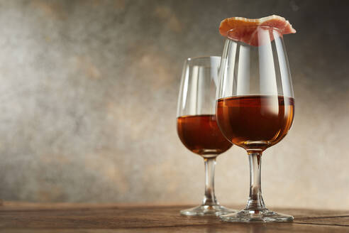 Studio shot of two glasses of traditional Spanish sherry, covered with ham - DREF00005