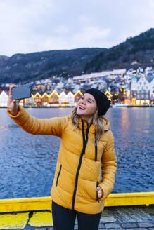 Woman taking a selfie, Bergen, Norway - DGOF00002