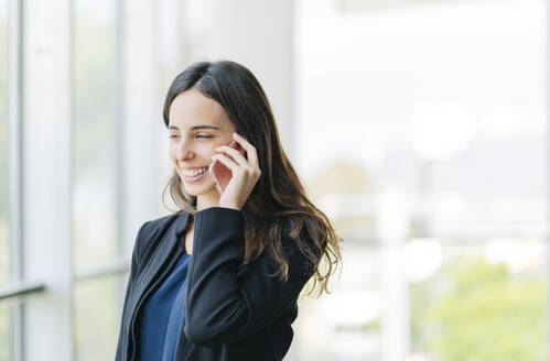 Smiling businesswoman talking on the phone - DGOF00020