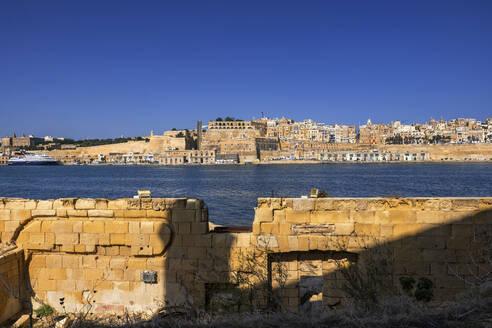 Malta, Valletta, View of city from Birgu side - ABOF00472