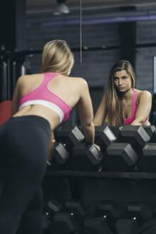 Female bodybuilder in gym - MTBF00300
