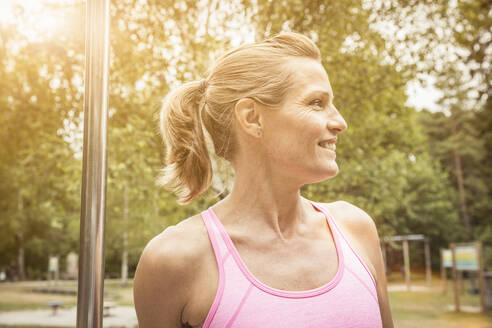 Portrait of mature woman during workout - SDAHF00046