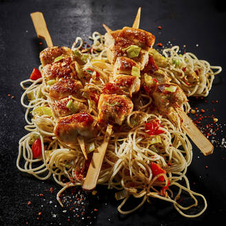 Studio,Studio,hot,chicken,filet,breast,skewers,,mie noodles,asian,sauce,marinade,bbq,black,copyspace,copy space,black,background,,,square - DREF00035