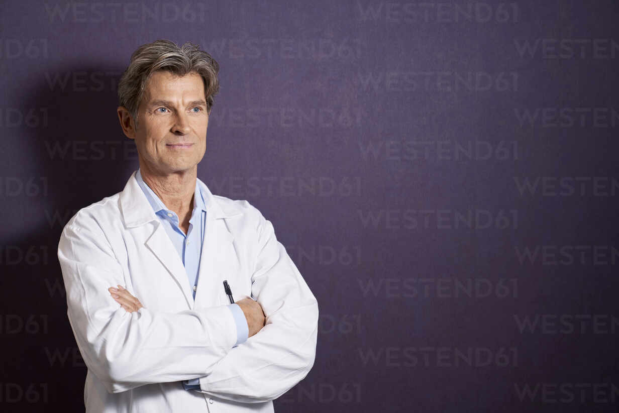 Portrait of confident doctor in front of a purple wall - PHDF00069 - Isabella Bellnini/Westend61