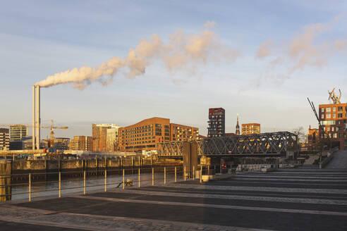 Hamburg, Deutschland, Morgenlicht, Hafencity, Kräne, Spiegelung - ASCF01069