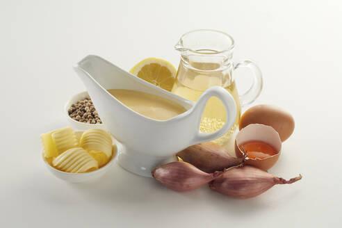 Studio shot of Hollandaise sauce and ingredients - DREF00043