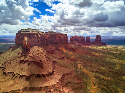 Majestic view of Valley of the Gods against cloudy sky - CAVF73621