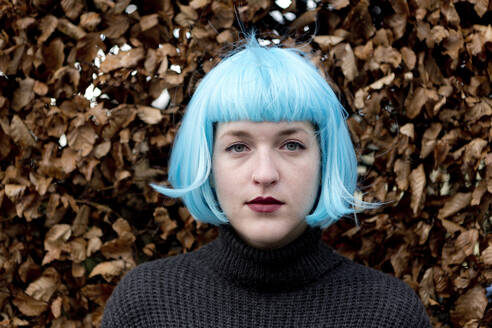Young woman wearing blue wig - FLLF00389