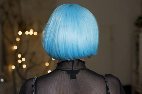 Young woman wearing blue wig - FLLF00395