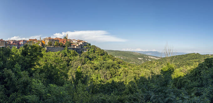 Croatia, Istria, Labin, View of town and green hills - MAMF01118