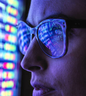 Female analyst viewing financial market data on a screen - ABRF00682