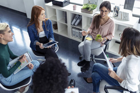 Businesswomen during meeting in the office - JSRF00886