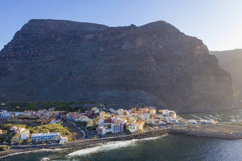 Spain, Canary Islands, La Gomera, Valle Gran Rey, Vueltas, Aerial view of coastal town and mountain - SIEF09508