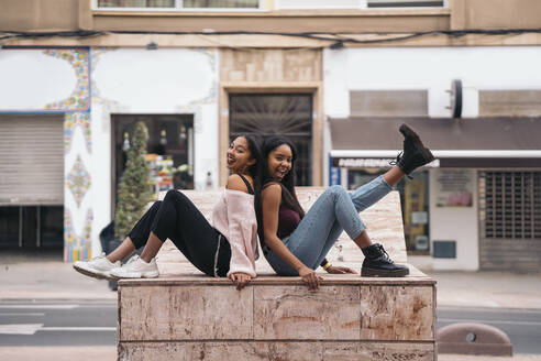 Two happy young women in the city - MPPF00507