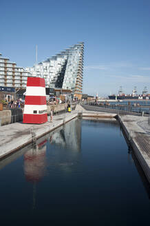 Denmark, Aarhus, Harbor Bath pool with modern apartments in background - GISF00517