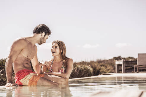 Young couple having fun together at a swimming pool - SDAHF00197