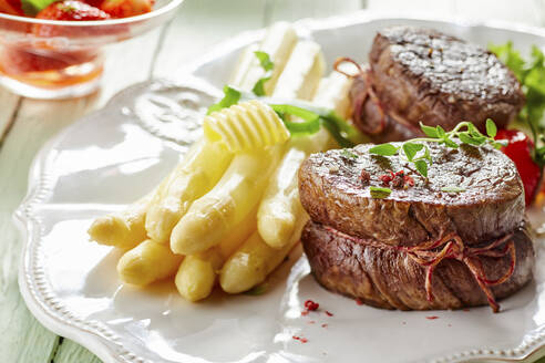 White asparagus and beef fillet on plate in restaurant - DREF00047