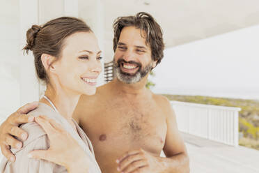 Happy affectionate couple at vacation home - SDAHF00544