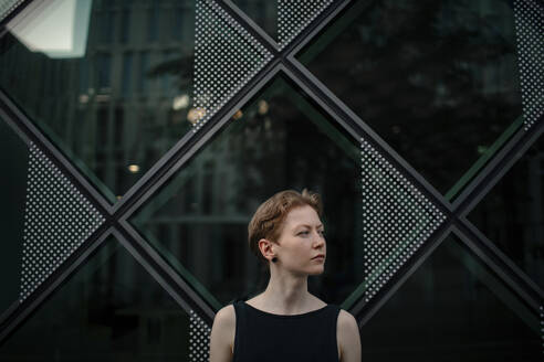 Portrait of urban red-haired woman - OGF00135