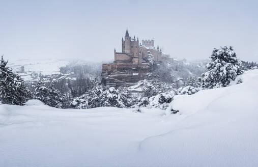 View of Alcazar Castle in winter, Castilla y Leon, Segovia, Spain - DVGF00084