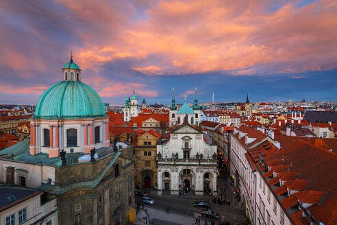 Sunset view of the historical city centre of Prague. - CAVF75414