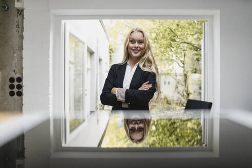 Portrait of a confident blond young businesswoman - GUSF03381