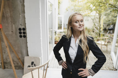 Portrait of a confident blond young businesswoman - GUSF03384