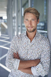 Portrait of confident young businessman wearing patterned shirt - PNEF02377