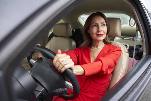 Portrait of mature woman in car - PNEF02462