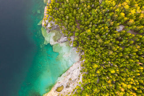 Aerial view of the lake shore at The Great Lakes, Tobermory, Ontario, Canada - AAEF07012