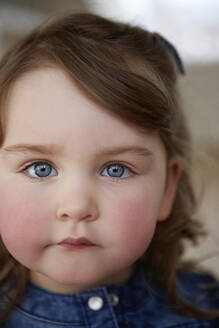 Portrait of toddler girl with blue eyes and red cheeks - AUF00151