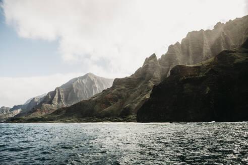 Idyllic view of mountain range and sea at Nā Pali Coast State Wilderness Park, Kauai, Hawaii, USA - LHPF01175