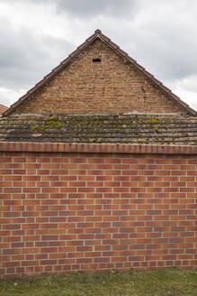 Germany,Brandenburg, Berlin, Brick house wall - JMF00484
