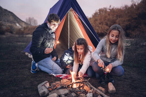 Group of four children camping - OCMF01085