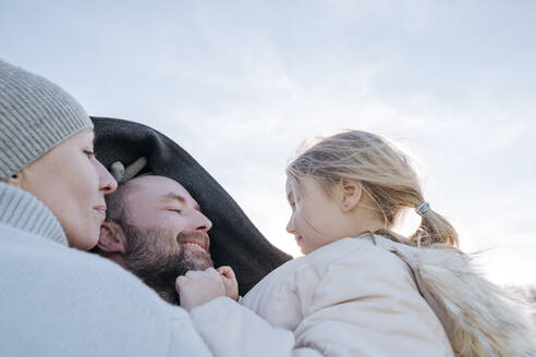 Happy parents with little daughter in winter - VYF00078