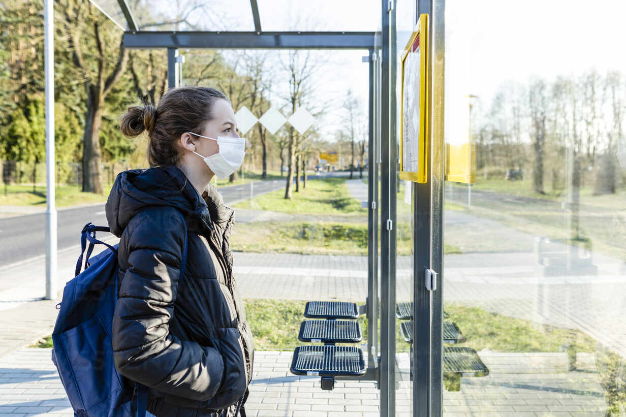 Portrait of a girl with mask waiting at bus stop - OJF00383 - Julia Otto/Westend61