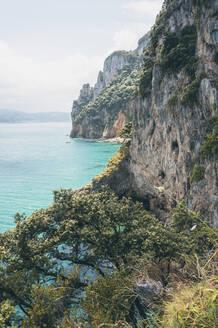 Spain, Canrabria, Cliffs at Faro del Caballo - FVSF00035