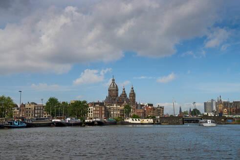Oosterdok, mit Basilika St. Nikolaus, Amsterdam, Provinz Nordholland, Niederlande, - LBF03017
