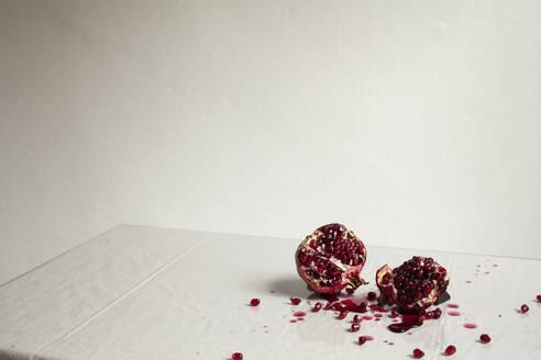 Cross-section smashed pomegranate - FSIF04618