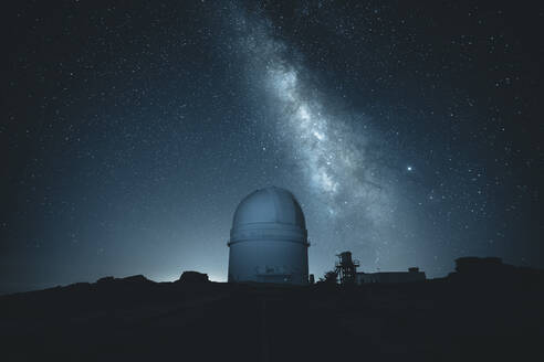 Spain, Province of Almeria, Milky Way galaxy over Calar Alto Observatory at night - MPPF00699