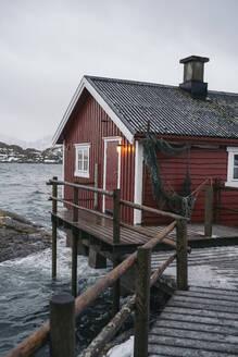 Fishing hut at the coast, Lofoten, Norway - MPPF00733