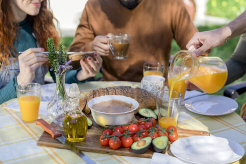 Close-up of friends enjoying a healthy vegan breakfast outdoors - VSMF00011